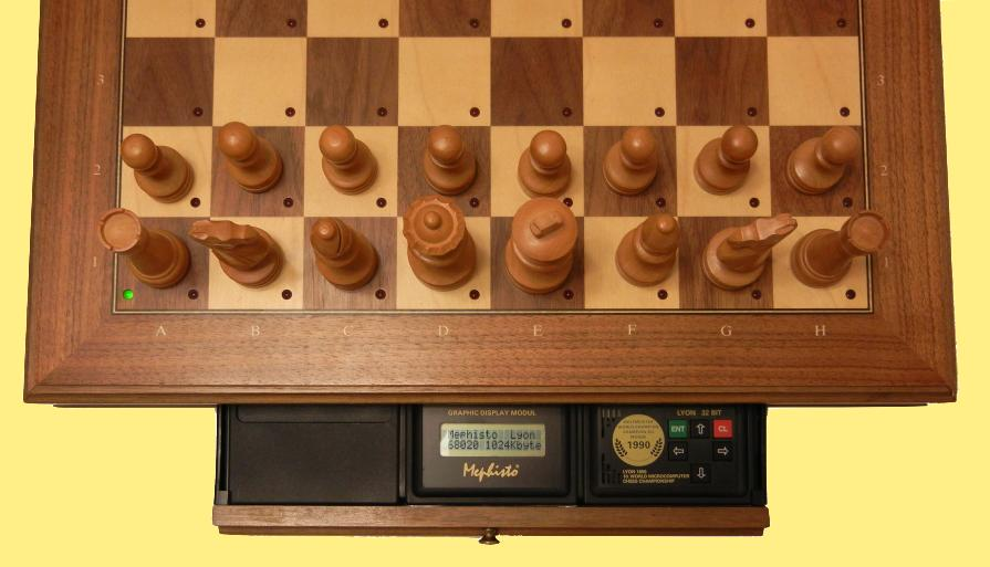 Mephisto Lyon 32 Bit (1990) Top View of Mephisto Lyon 32 Bit Module inside Mephisto Muenchen Modular Chess Board