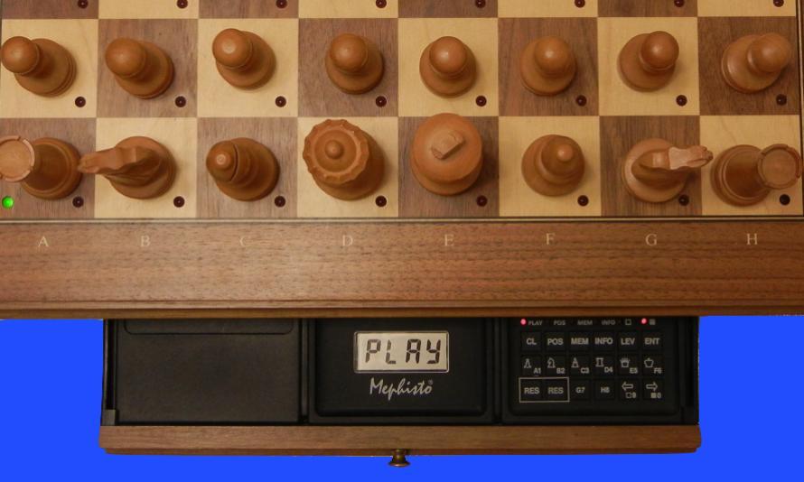 Mephisto MM V (1990) Top View of Mephisto MM V Module inside Mephisto Muenchen Modular Chess Board