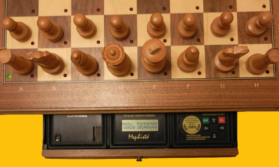 Mephisto Portorose 32 Bit (1989) Top View of Mephisto Portorose 32 Bit Module inside Mephisto Muenchen Modular Chess Board